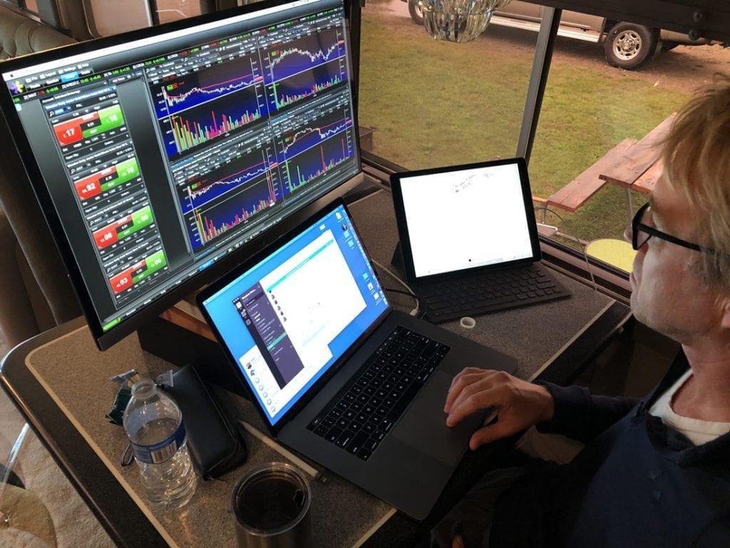 10-19-18-lorin-mobile-trading-desk-sm